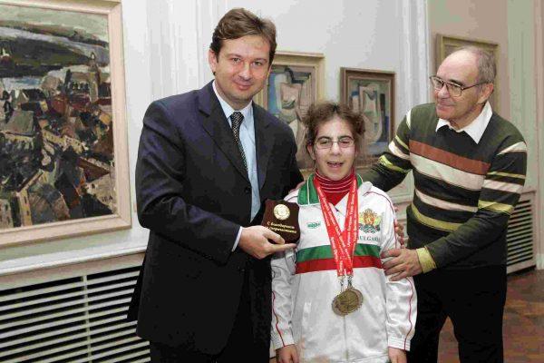 2006-Octavian Bivol (UNICEF) Tanya Ivanova (SO Athlete) Prof. Ivanov (Predesedatel na SO Bulgaria